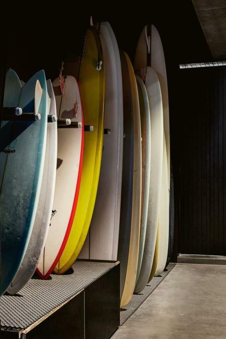 sous-sol garage rangement planche surf rack