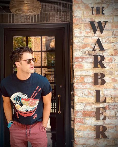 "SÉRIE : Darren Criss rend hommage à ""Glee"" à Chicago"
