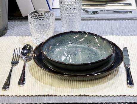 assiette en grès bleue lave Villeroy Boch bain email motif unique style scandinave