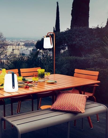 Blog déco clem around the corner Fermob terrasse éclairée meuble table orange style 70s