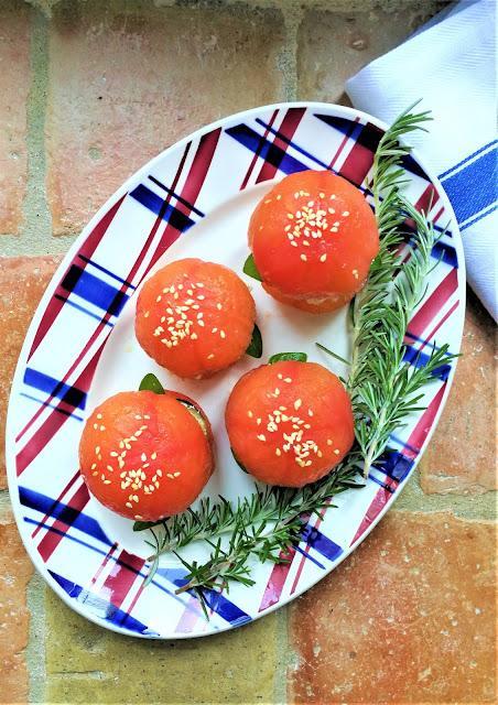 Hamburger de tomate au chèvre & à l'aubergine
