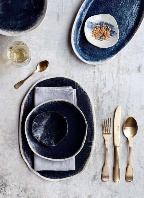 blog déco clematc vaisselle art de table rustique artisanal bleu marine couvert laiton