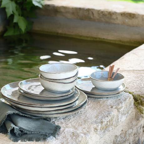 vaisselle en grès naturel bleu vert clair assiette bol déco table estivale campagne