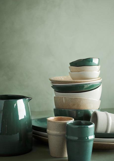 vaisselle verte blanc crème tasse carafe assiette dessert plate bol deco intérieure