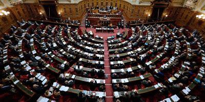Le parlement qui parlemente