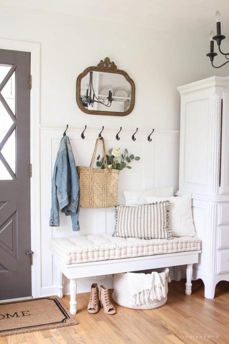 hall d'entrée vintage banquette bois blanche porte manteau sol parquet bois lamé
