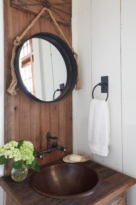 salle de bains retro beach house vasque cuivre bronze miroir corde
