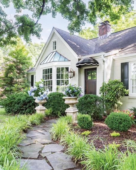 maison style cottage anglais extérieur chemin pierre blog déco