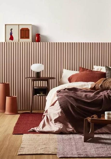 chambre chaleureuse tapis rouge plaid rose poudré