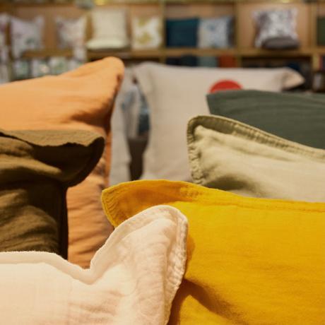 préparer la rentrée housse de coussin gaze de coton jaune vert