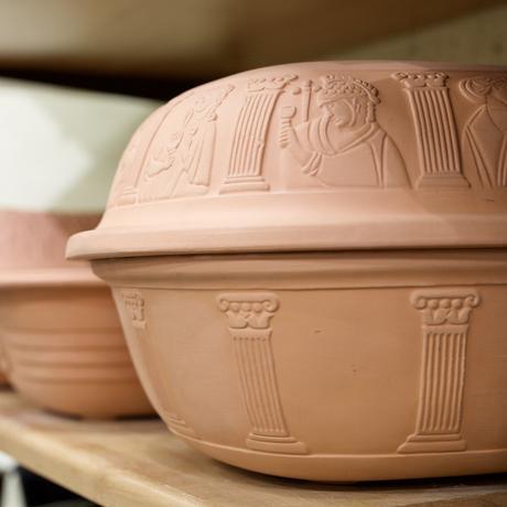 cocotte en terre cuite Römertopf motif antique Grèce Rome