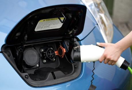 Recharger sa voiture électrique avec une prise Type 1 : l'essentiel à retenir