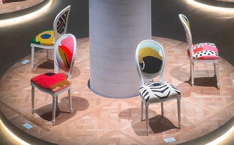 17 artistes revisitent la chaise médaillon de Dior