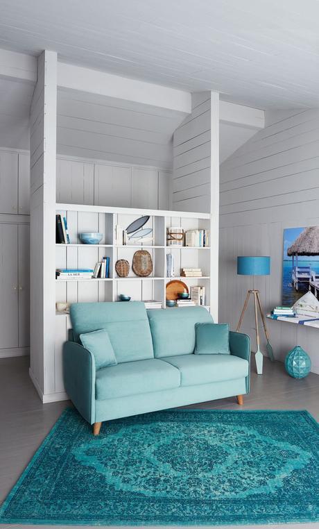 canapé bleu pastel tapis vintage bleu deco nordique mur bois blanc