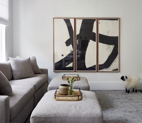 petit salon gris table basse pouf assortiment canapé