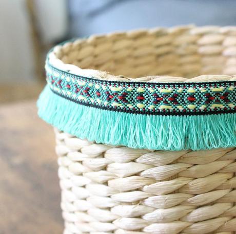 blog deco intérieure panier osier bande franges rouge turquoises