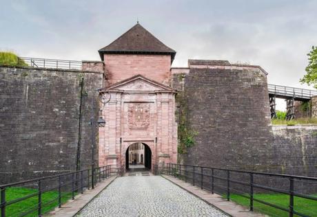 Portes fortifiées d'Alsace - la Porte de Brisach à Belfort © Krzysztof Golik - licence [CC BY-SA 4.0] from Wikimedia Commons