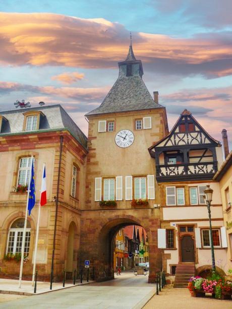 Portes fortifiées d'Alsace - Porte de l'Hôtel de Ville à Rosheim © French Moments