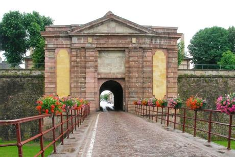 Portes fortifiées d'Alsace - Neuf-Brisach Porte de Colmar © Gzen92 - licence [CC BY-SA 4.0] from Wikimedia Commons