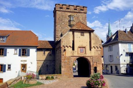 Portes fortifiées d'Alsace - La Porte de Thann à Cernay © French Moments