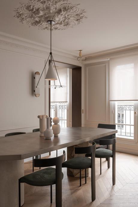 salle à manger table longue marbre brut grecque