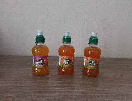 Trois mini bouteilles de Fruit Shoot TEISSEIRE