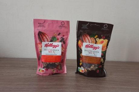 Deux paquets de Deluxe Snack Mix KELLOGG'S