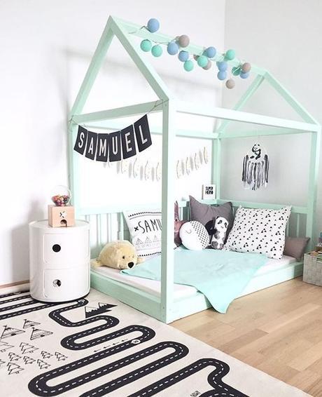 chambre enfant lit montessori cabane ne bois vert céladon pastel