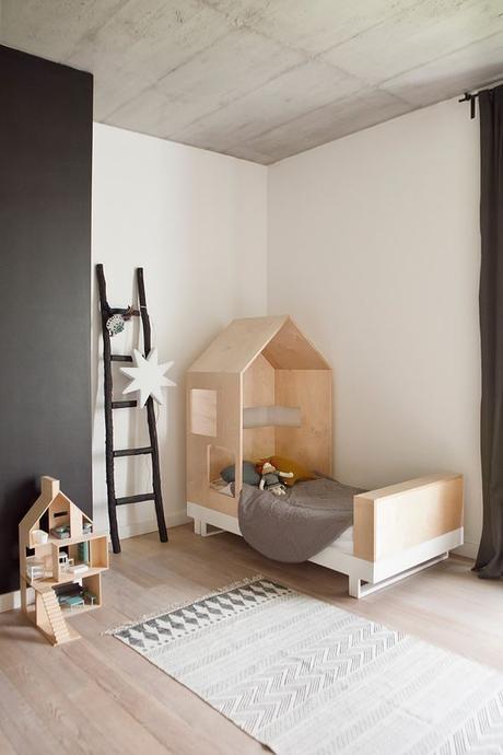 lit cabane interieur chambre enfant loft minimaliste - blog déco - Clem Around The Corner
