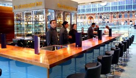 Le plus long bar à champagne du monde (j'ai testé)